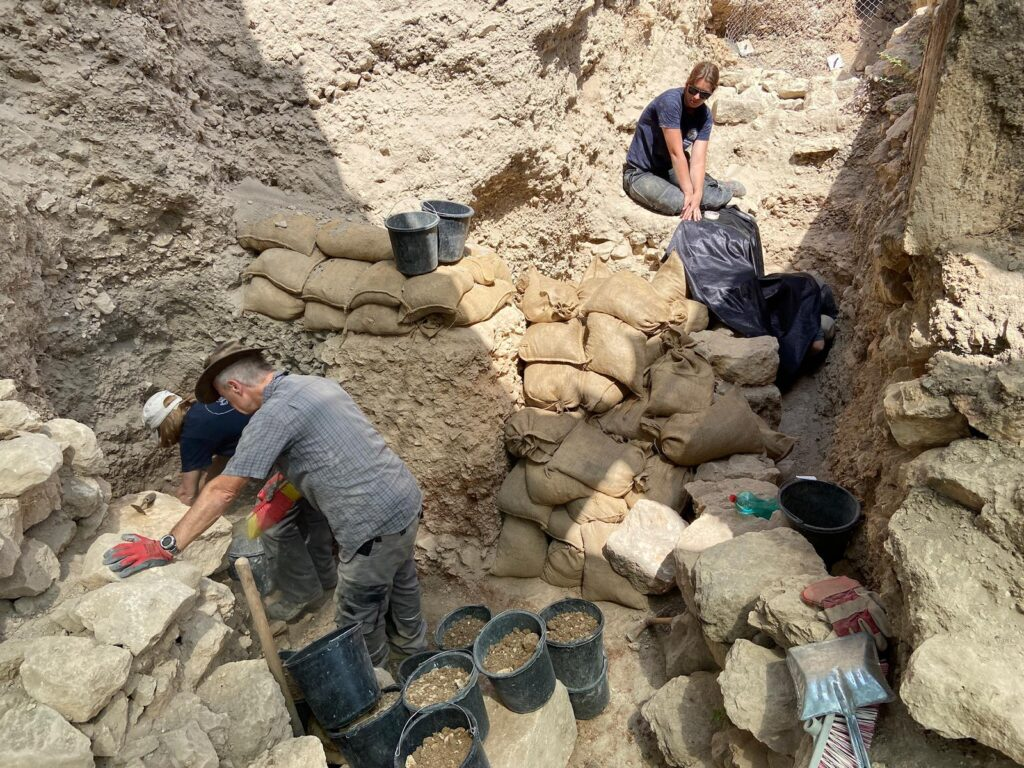 Blick auf die Ausgrabung: Grabungsabschnitt