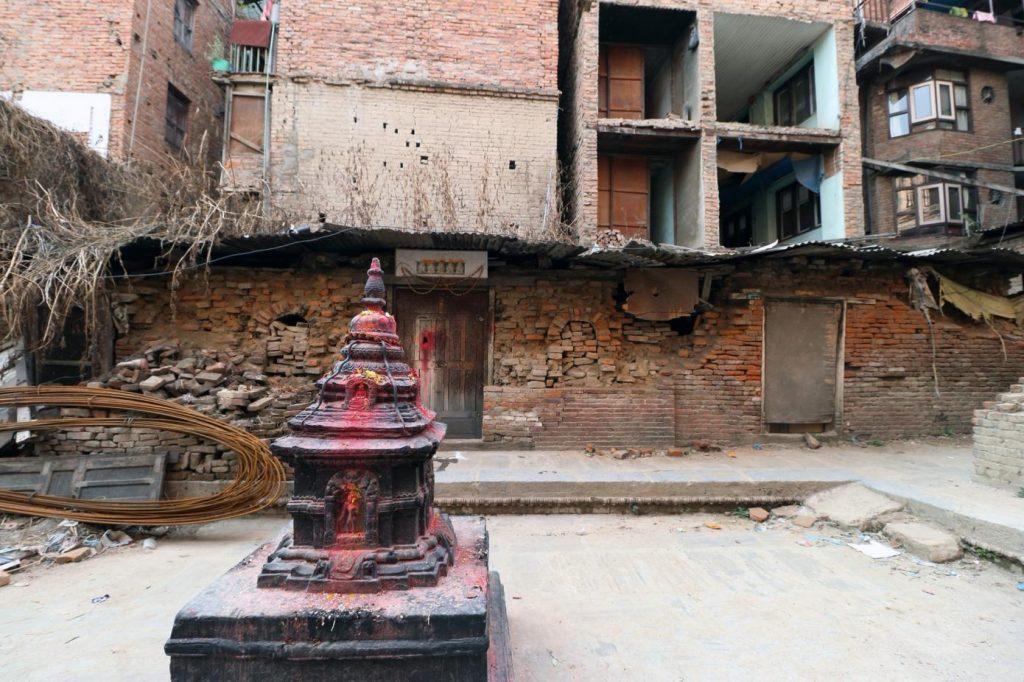 Das buddhistische Pilachẽ Cidham Kloster in Patan (im Norden Nepals) nach dem Erdbeben 2015.