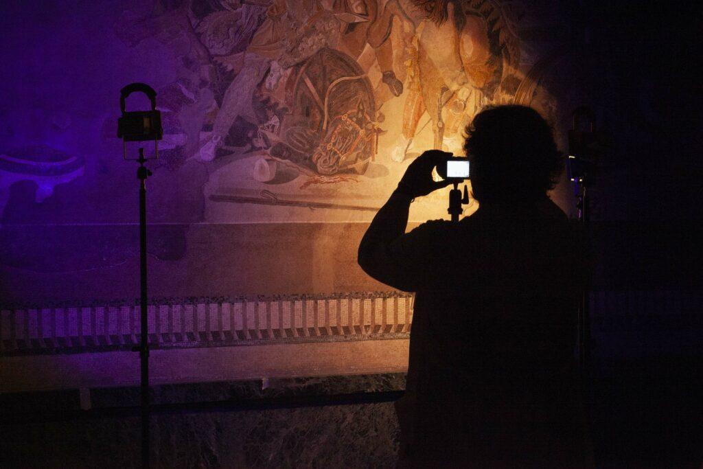 Die Restaurierung des Alexandermosaiks beginnt mit einer Dokumentation des Erhaltungszustands.