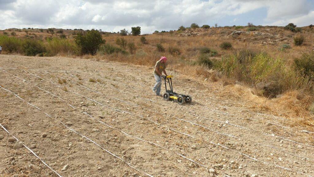 Fotografie: Der geophysikalische Survey beinhaltet die Benutzung des Georadars.