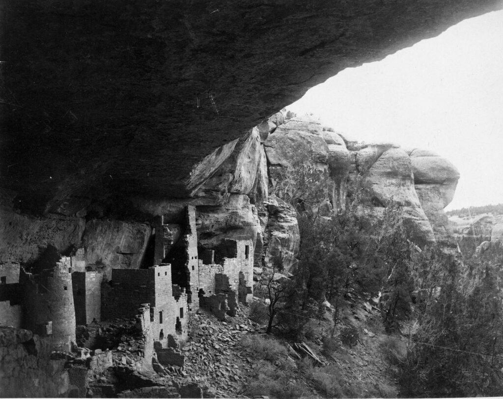 Konflikte in alten Pueblo-konflikten führten zum Niedergang dieser Kulturen.