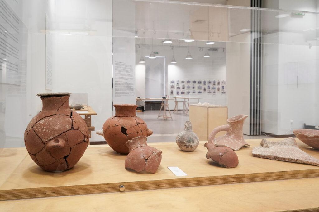 """Tonkrüge aus der Ausstellung """"See APENADI- Eine Siedlung auf Keros vor 4.500 Jahren"""""""