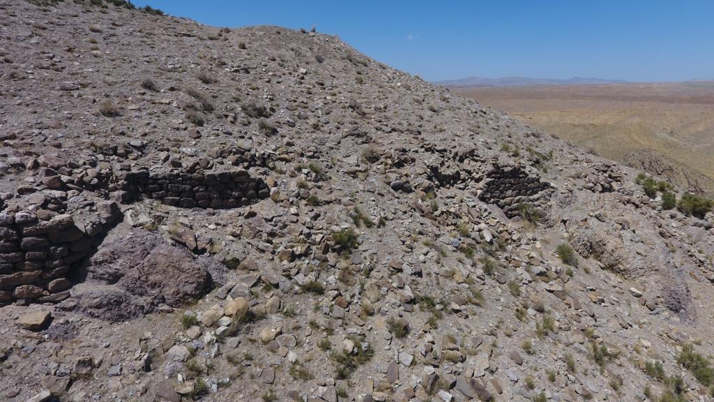 Reste einer neu entdeckten Burgruine in der Van-Region