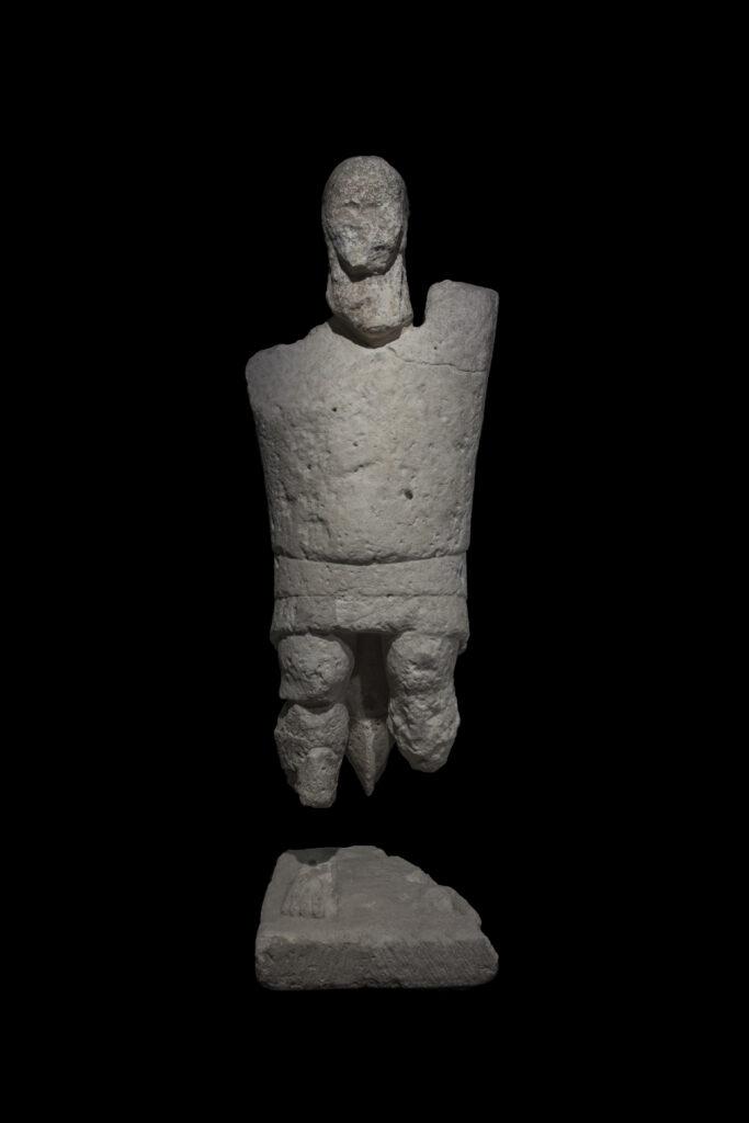 Gigant vom Mont'e Prama, Sandstein, Fundort Cabras (Oristano, Sardinien), 9.-7- Jhr. v. Chr., © Museo archeologico nazionale Cagliari