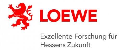 """KI in der Archäologie. Logo der LOEWE-Exploration: Zu sehen ist der ausgefüllte Umriss eines Löwen und das Wort """"LOEWE"""" in roten Großbuchstaben. Darunter steht der Slogan """"Exzellente Forschung für Hessens Zukunft"""" in schwarzen Buchstaben."""