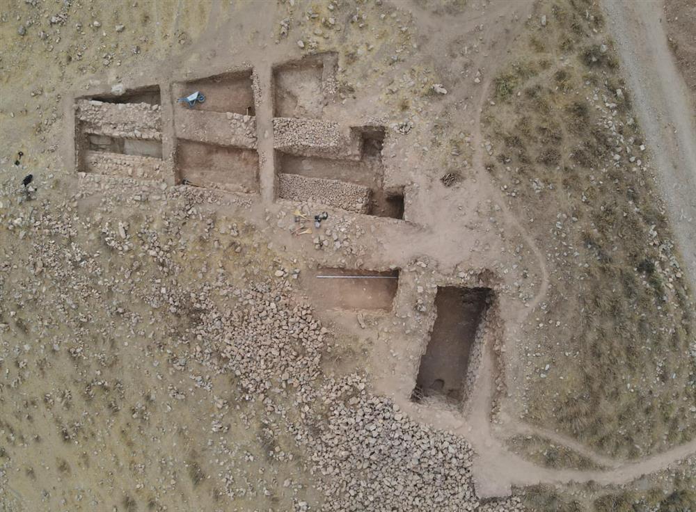 Blick auf die nordöstliche Ecke der Festung Uzundara, die bei Ausgrabungen im Jahr 2021 freigelegt wurde