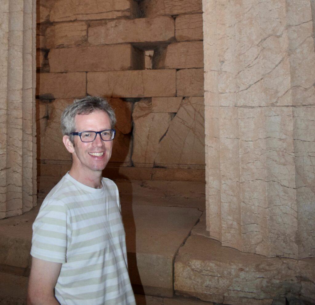 Professor Tim Whitmarsh im Apollo-Tempel in Bassae, Griechenland