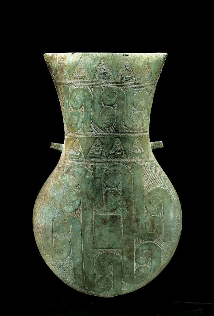 Urne der Dong Son-Kultur mit ornamentalen Verzierungen.