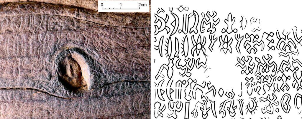 Detailaufnahme der Schriftzeichen auf dem Objekt zusammen mit der Umzeichnung der Zeichen.